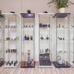 Glasvitrinen mit Dampferequipment - Pustekuchen Dampfer Shop Simmern